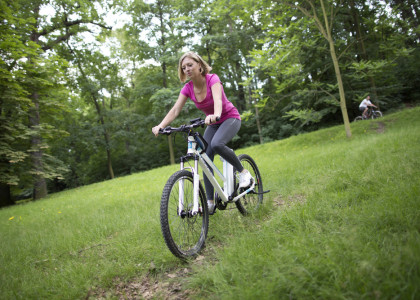 agogs uphill mtb woman